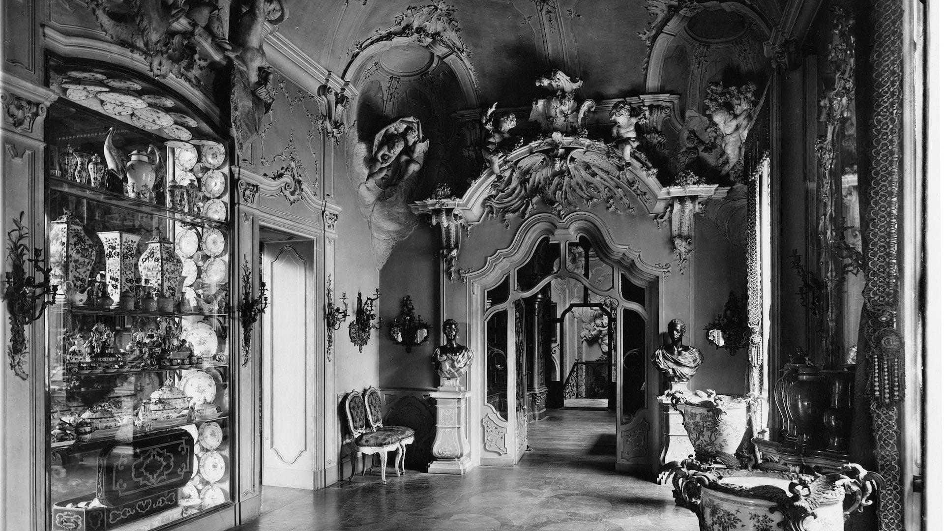 Sala Gialla o degli Stucchi